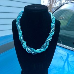 Jewelry - Turquoise beaded necklace.